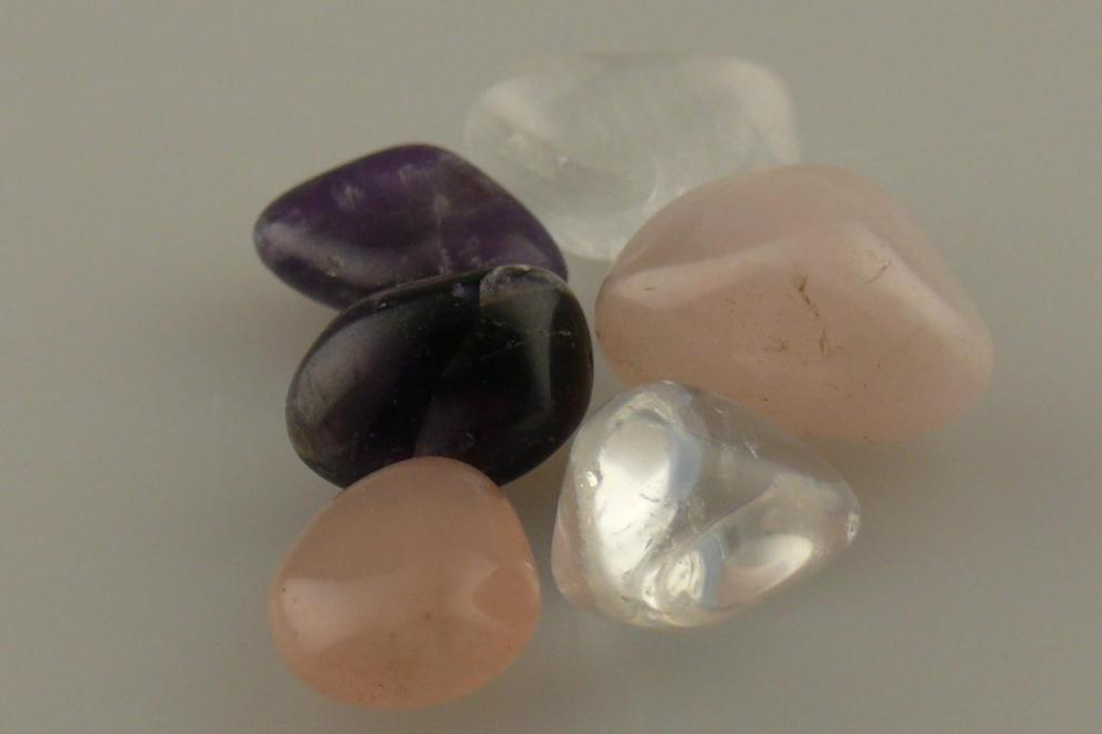 Amethist,  bergkistal, rozenkwarts elixer kristallenset