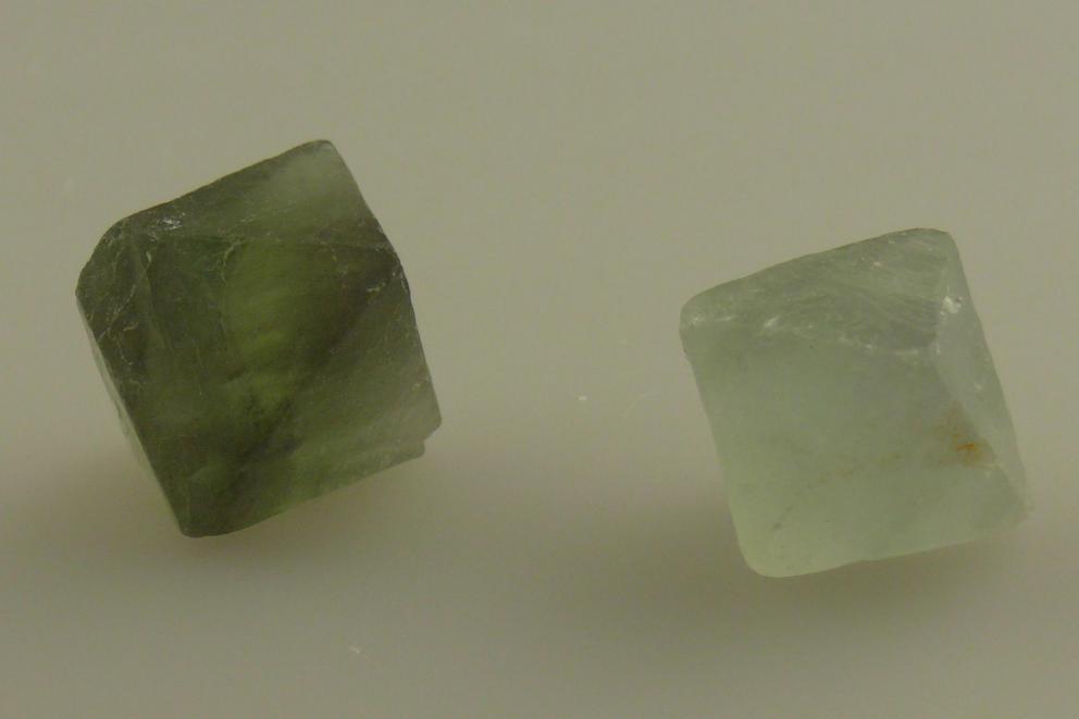 Fluoriet octaëder  knuffelsteen
