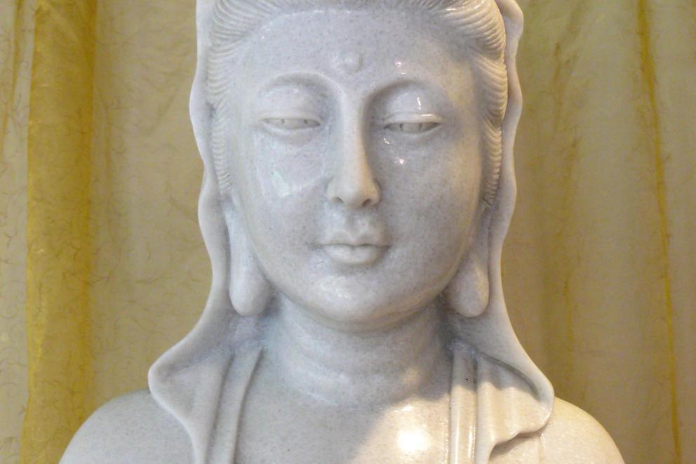 Witte Jade Quan Yin met Draak en enorme Liefdesuitstraling