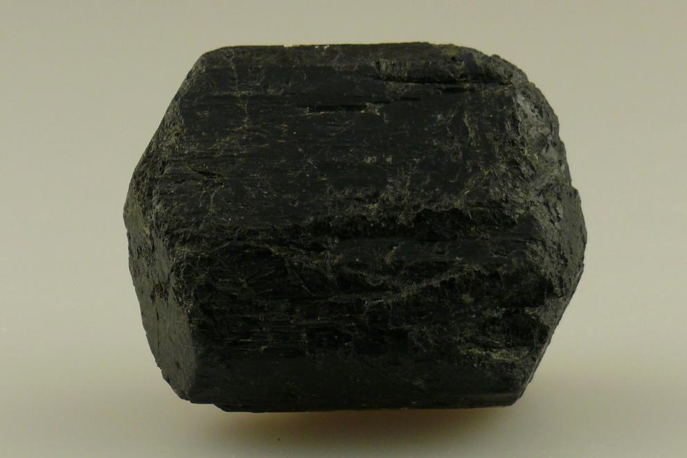 Zwarte toermalijn - ontstoring meterkast