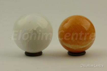 Liefde en Manifestatie set: oranje calciet  en seleniet bol - incl. houten ringen