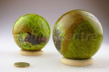 Elohim groene Opaal bol - Genietend kind van Moeder Aarde
